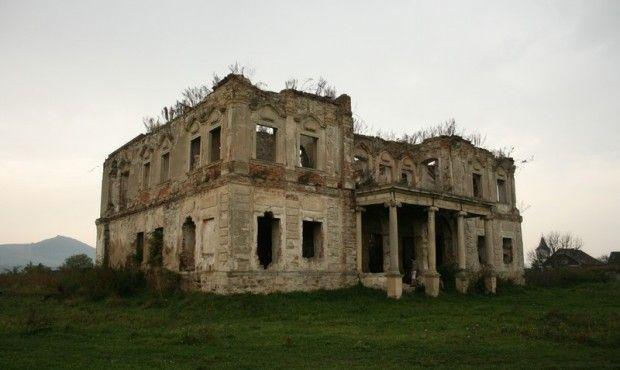 nagykapjoni Haller kastély ma  Monumente Uitate