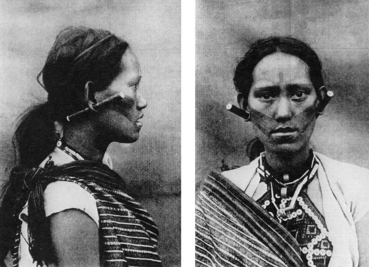 A woman with tribal tattoos from one of the Taiwanese aboriginal tribe known as The Saisiat people. The photograph was taken in the 1920s.Photographers, Photographs, Aboriginal Tribes, Tribal Tattoos, Saisiat People, Taiwanese Aborigines, Taiwan Aboriginal, Taiwanese Aboriginal, 1920S