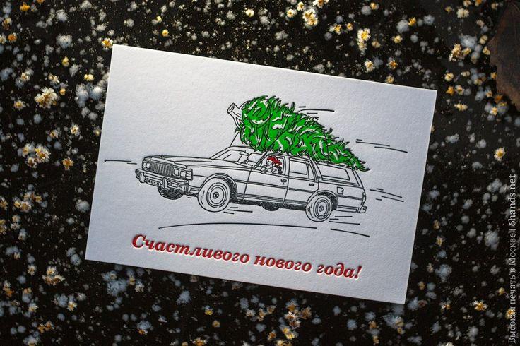 """А этот сюжет может быть и кажется вам страшным и елку становится жалко, но на самом деле открытка с названием """"спасти елку"""" рассказывает нам как раз о добром поступке проезжающего мимо деда мороза, и уж поверьте - с елкой все будет в порядке :) #елка #елочка #дедмороз #дедушкамороз #якаквсе #снегопад #снег #машина #новыйгод #праздник #хорошеенастроение #высокаяпечать #Москва #открытка #открытки #ручнаяработа"""