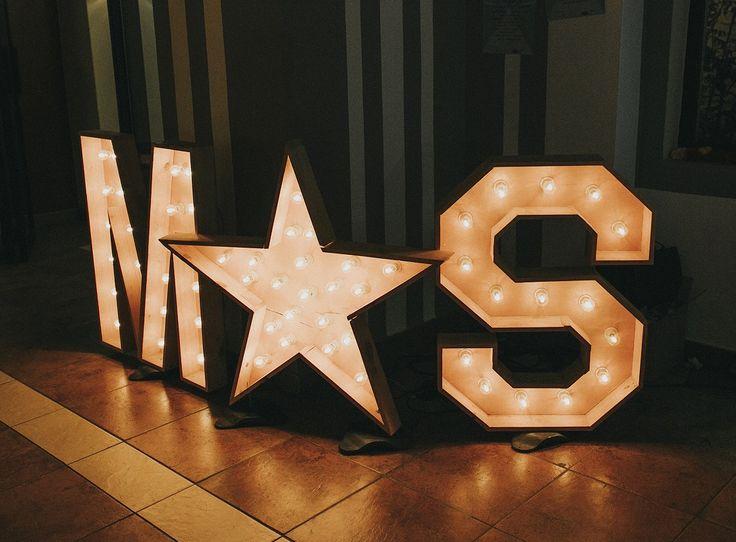 Letras iluminadas //Letras: Audioprobe.es /Decoración y organización: Señor y señora de /Foto: Fandi.es #bodassrysrade #weddingsoundfestival Más en www.señoryseñorade.com