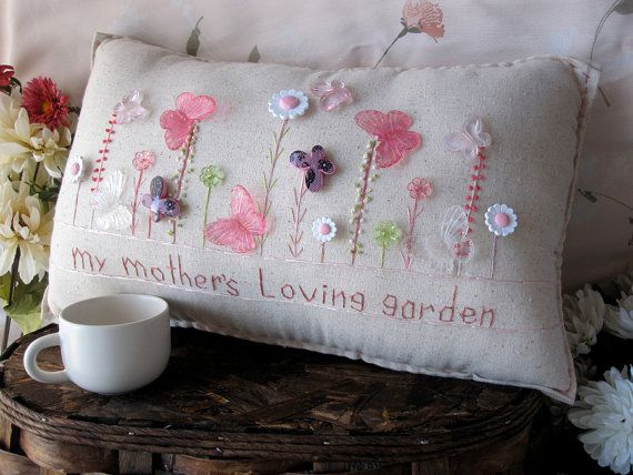 My Mother's Loving Garden Pillow Cottage Style por PillowCottage, $25.00