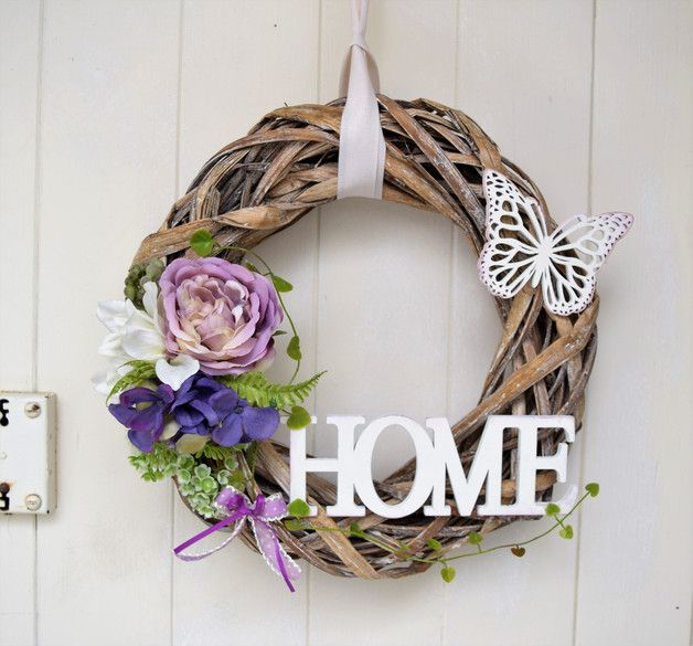 Ein romantischer Weidenkranz mit Holzschild,Holzschmetterling,Kunstblumen und Bändern Kranz ca.30cm
