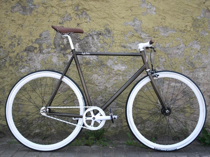 Clean Fixed Gear Bike with metallic color