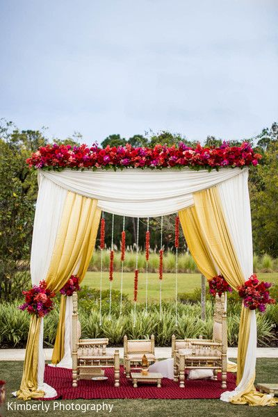 Mandap http://www.maharaniweddings.com/gallery/photo/35329