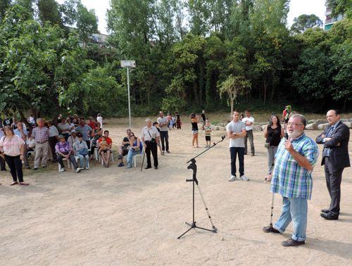 L'alcalde, Xavier Boquete, i el diputat Ramon Castellano adreçant-se als veïns que van participar a la inauguració del parc el dia 6 de juliol - Foto: Ajuntament de Masquefa