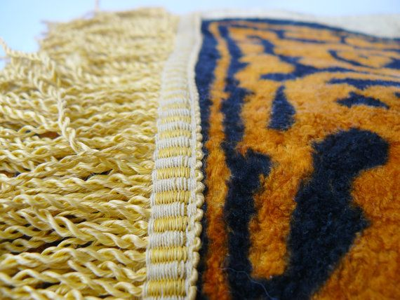 #Vintage plush wall rug carpet with deer, Rug, Kilim, Decorative wall carpet tapestry, Handmade vintage USSR, Plush Carpet, Velvet Textile  Famous plush carpet that was part... #vintage #etsy #soviet #nostalgishop #antiques #bedcover