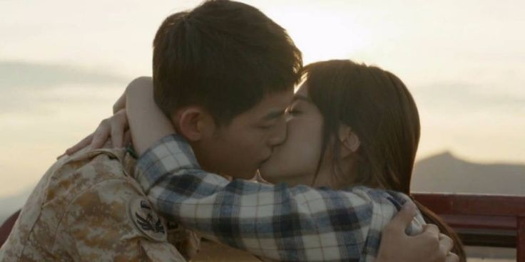 Did the director of 'Descendants of the Sun' know about Song Joong Ki and Song Hye Kyo's relationship? http://www.allkpop.com/article/2017/07/did-the-director-of-descendants-of-the-sun-know-about-song-joong-ki-and-song-hye-kyos-relationship