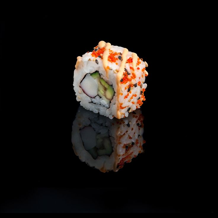 Spicy California / surimi crab, avocado, cucumber, sesame, tobiko & spicy mayonnaise