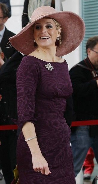 Elegant colors and that diamond brooch is the classy touch to HRH Maxima's look.