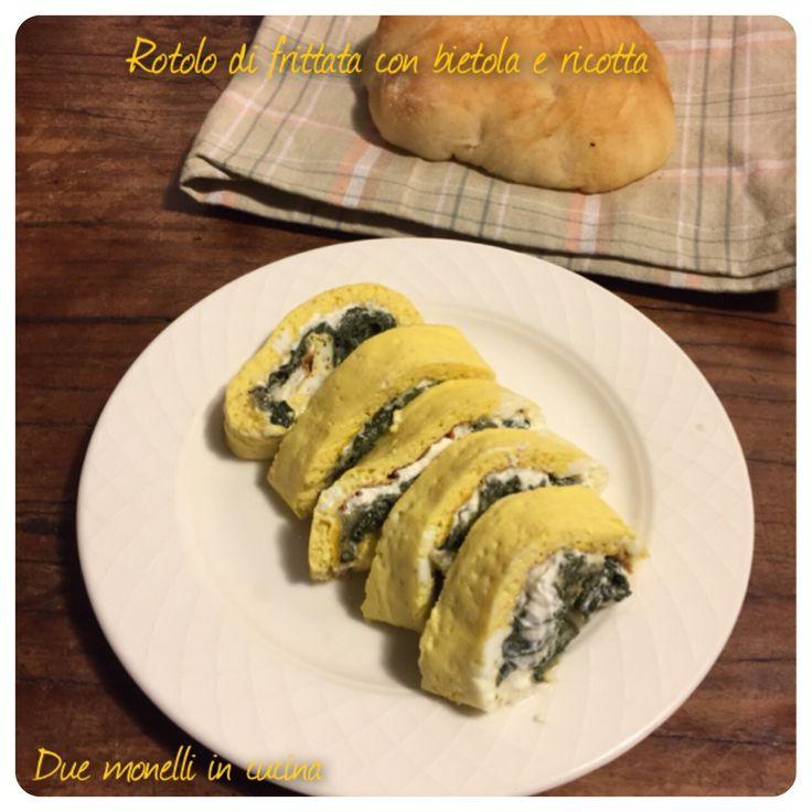 Il rotolo di frittata con bietola e ricotta è un secondo piatto vegetariano semplice e leggero, che può essere preparato in anticipo. Tagliato a fette può essere servito anche su un buffet.