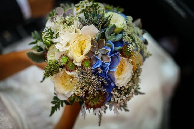 Wedding bouquets with david austin roses, succulents, hydrangea... made by Enchantée