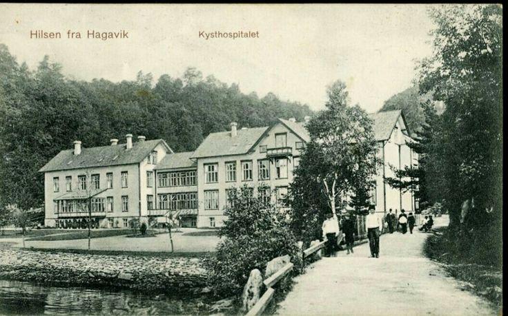 Hordaland fylke Os kommune  HAGAVIK, Os. Nærmotiv kysthospitalet med folk langs veien Utg H. Nic. Meyer, Bergen, 1908