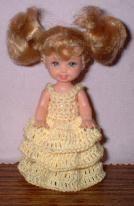 Платье с оборками для куклы
