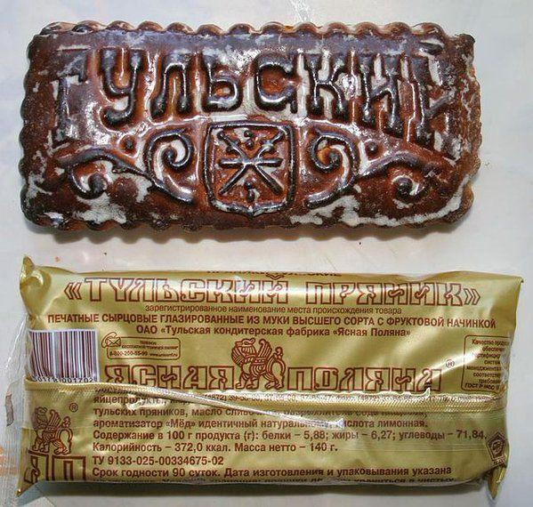 ロシア:プリャーニク スパイスと蜂蜜以外にもクルミ、レーズン、果物やベリーのジャムを混ぜて型抜きしたお菓子です。クリスマス限定ではなく祭日に食べるそうです。9世紀に蜂蜜パンとして今のロシアに来た頃は小麦ではなくライ麦が使われた様子。