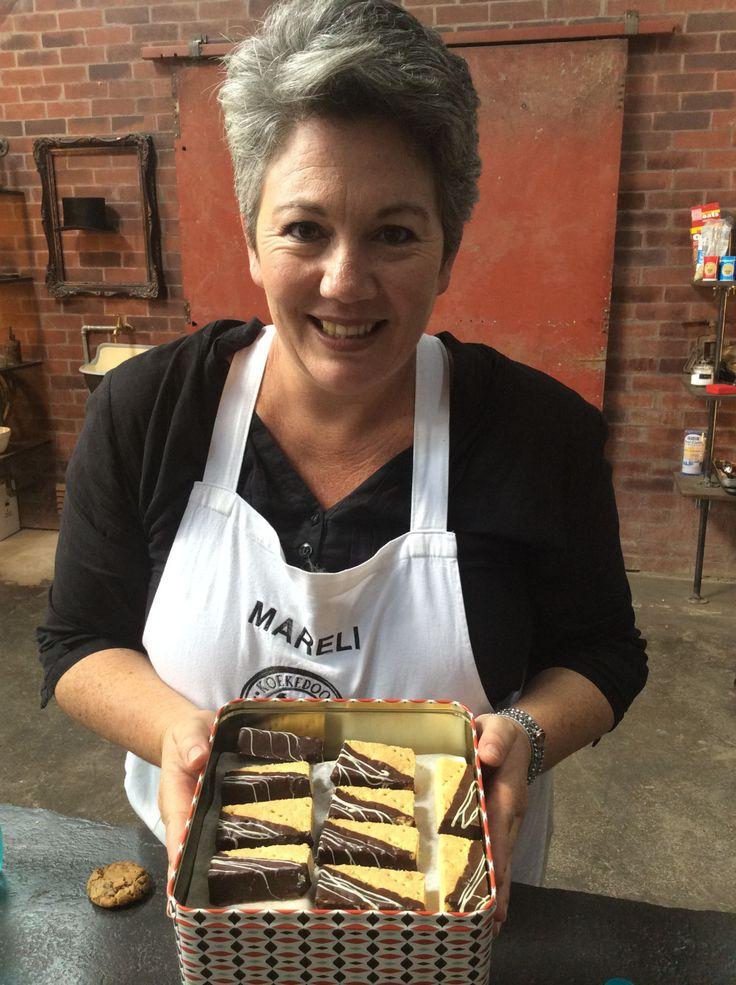 Mareli Visser, Koekedoor-wenner is van Douglas met haar koekblik op die Koekedoorstel.