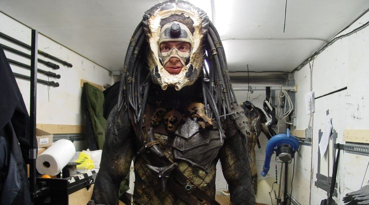 I would gladly shave my head for the chance to play Predator... too bad I'm not tall enough :-(