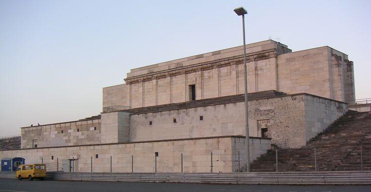 Reichsparteitagsgelaende Zeppelinfeld Tribuene 68 - Architektur in der Zeit des Nationalsozialismus – Überreste der Zeppelinhaupttribüne in Nürnberg - Wikipedia