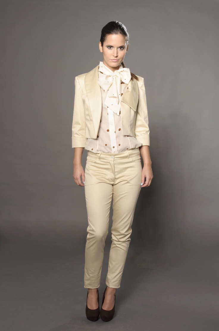 Cotton sleeveless blouse with matching cotton-satine pants and little jacket