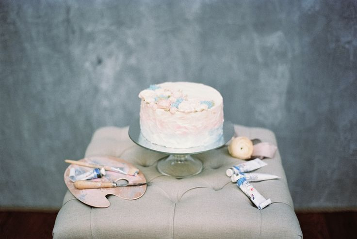 Watercolor wedding cake | Blue Watercolor wedding inspiration | Photography : yaroslavandjennyphotography.com/ | Read more #weddinginspiration on fabmood.com: