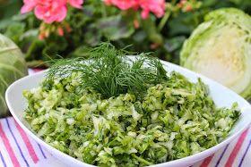 Moja ulubiona surówka, którą mogę się zajadać dzień w dzień. Kapusta młoda to moje ulubione warzywo na początku lata. Mogę ją jeść na wie...