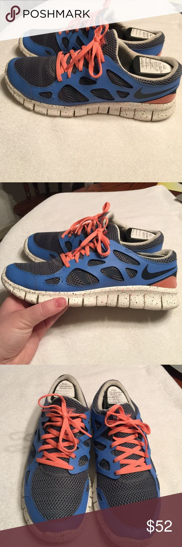 Women's Nike Free Run 2 Shoes are in great condition, worn 3 times. Sole