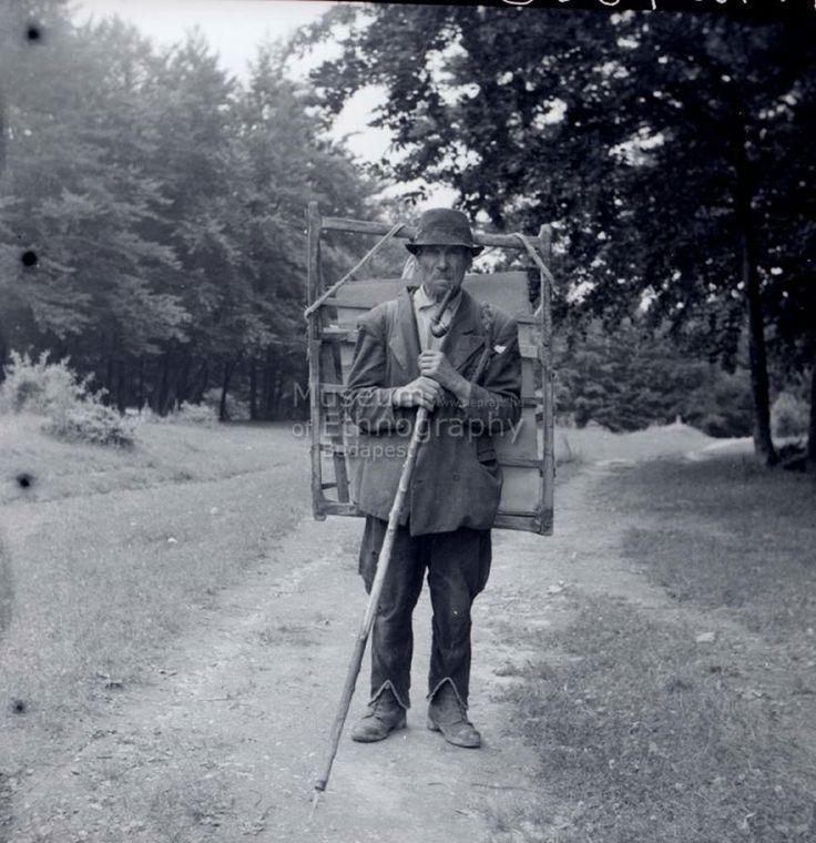 Walking glass  master, at 1932, Hungary