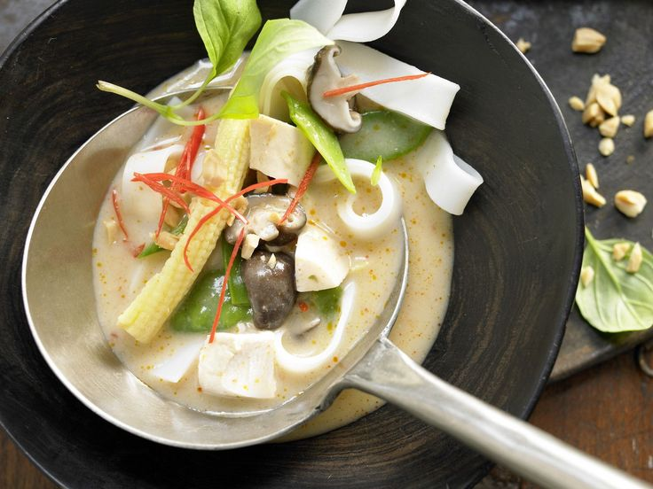 Curry-Hühnersuppe - mit Pilzen und Nudeln - smarter - Kalorien: 369 Kcal - Zeit: 25 Min. | eatsmarter.de