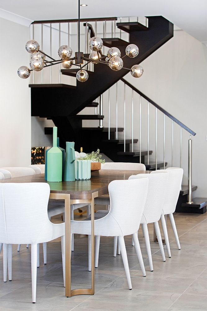 Dining in the Hoffman display with an Amsterdam World of Style.