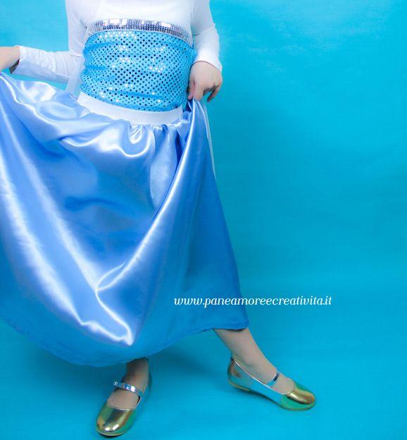 Quest'anno la mia bambina mi ha chiesto il vestitodi Elsa Frozen, potevonegarglielo? Ovviamente no! Tra un articolo e una foto, sono riuscita a ritagliarmi un po' di tempo per creare questo costume da principessa. Ho cercato nel web delletecnicheper realizzarlo nel modo più semplice possibile, io non sono molto brava a cucire e per me...