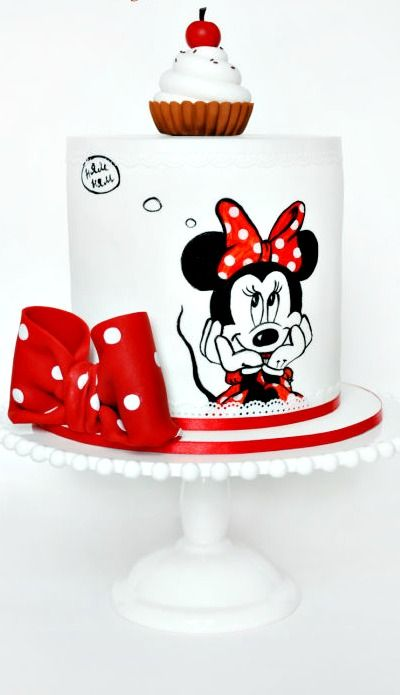 Minnie Mouse Cake: love the design of this cake.