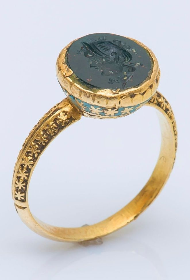 A Renaissance 18 karat gold, enamel and blood jasper intaglio ring, 16th to 17th century. #Renaissance #antique #ring #GoldJewellery16ThCentury