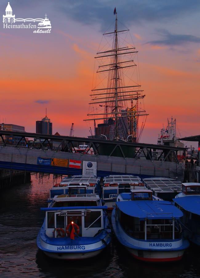 Sonnenaufgang im Hamburger Hafen.  www.heimathafen-aktuell.de