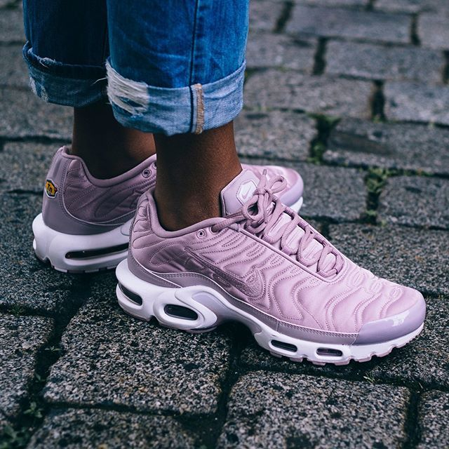 nike air max plus pink holographic nails
