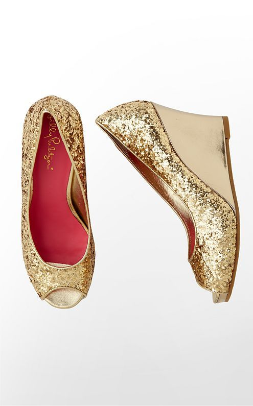 #LillyHoliday The perfect shoes for a holiday dress. Love these Resort Chic Wedge Glitter shoes by #LillyPulitzer.