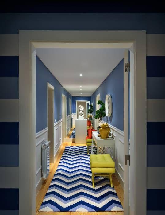 Stripes: Corredores, halls e escadas Moderno por Prego Sem Estopa by Ana…