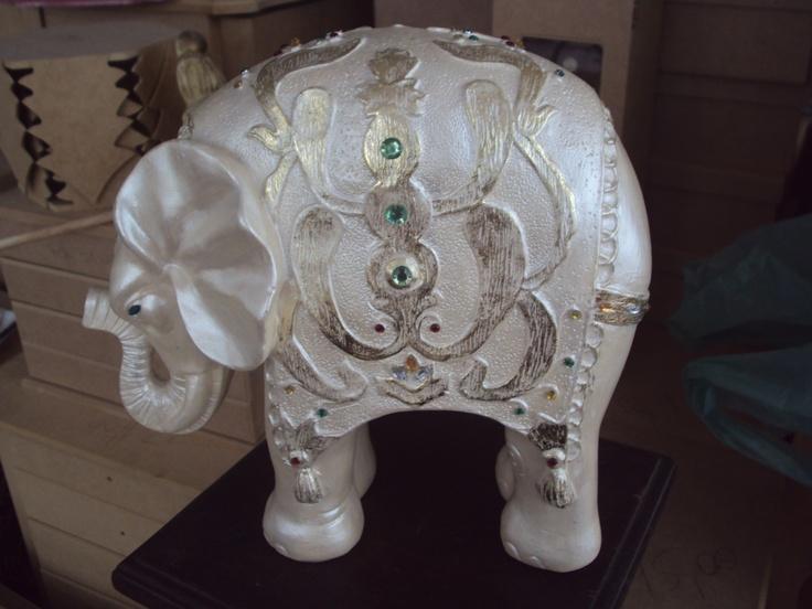 Elefante em gesso - aluna Cristina