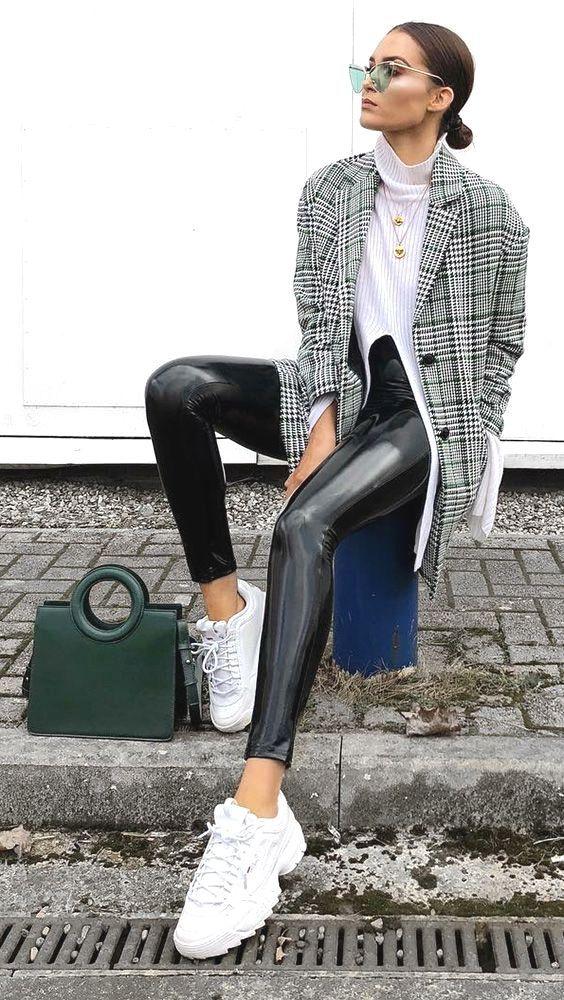Modische Turnschuhe. Turnschuhe sind schon länger ein Element der Modewelt, als Sie vielleicht glauben. Modische Sneakers von heute tragen …
