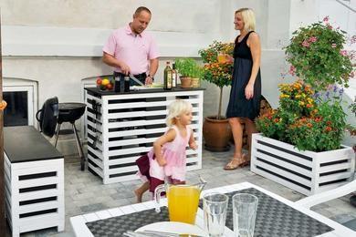 Hvis du kan bygge med Lego, kan du – med en smule omhu – også bygge et eller flere af disse tre flotte terrassemøbler. Se her, hvordan du gør!