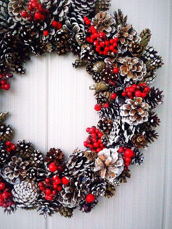 """Купить Новогодний венок""""Ягодный"""" - Новый Год, ягоды, шишки, натуральные материалы, красно-белый"""
