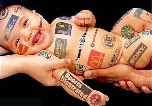Nacemos con el consumismo debajo del brazo.