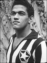 Manuel Francisco dos Santos, Garrincha. Despues de Pele, no existe un jugador mas admirado en Brasil. Campeon del Mundo en 1958 y 1962, jugo la mayoria de su carrera para Botafogo, con pequeños pasos por algunos otros equipos. Extremo derecho inigualable, emblema del mejor futbol brasileño de todos los tiempos.