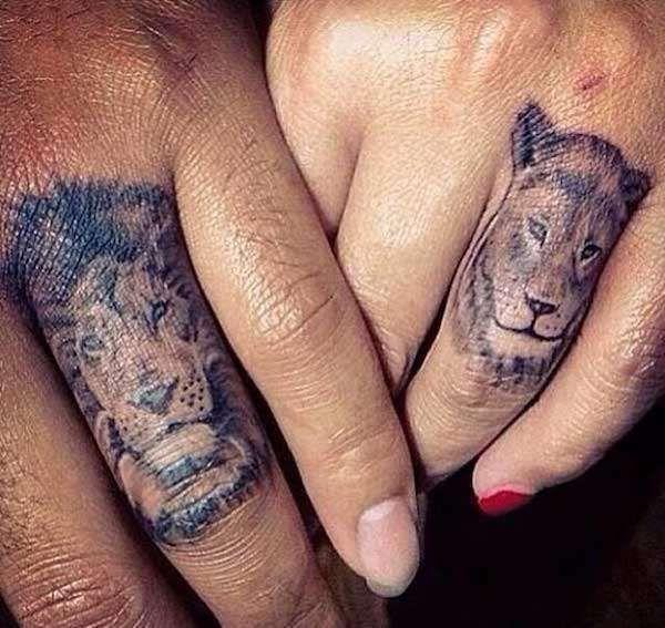 couple tattos , TATUAGGIO DI COPPIA LEONE E LEONESSA Tatuaggi Al Dito Per  Coppie, Leone