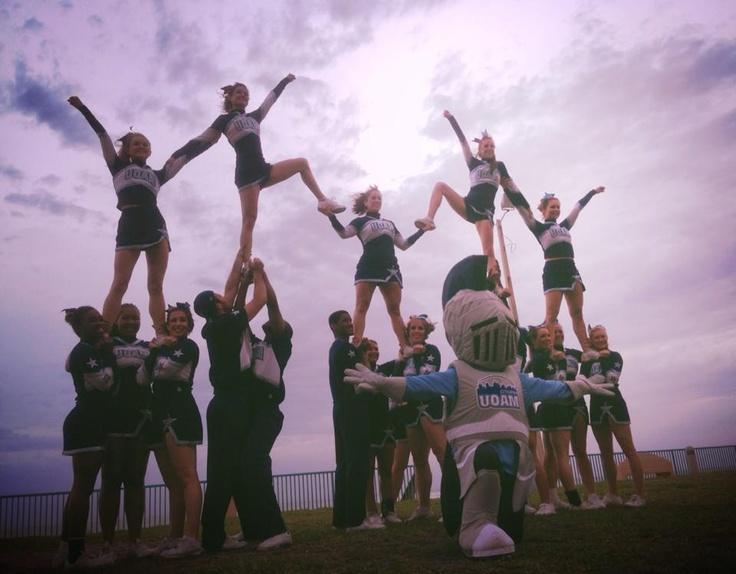 #Fiertéuqam #Beach #Cheerleading @UQAM   Université du Québec à Montréal   Université du Québec à Montréal  #cheer #team #pyramide