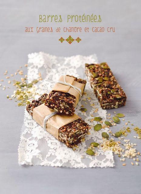 Barres protéinées aux graines de chanvre et cacao cru. http://mysweetfaery.blogspot.fr/2013/12/barres-proteinees-au-graines-de-chanvre.html