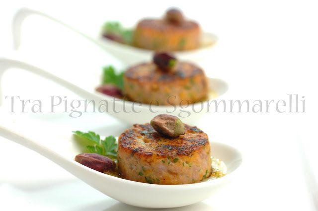 Le mie ricette - Hamburger di tonno e patate dolci al profumo di mandarino, con polvere di fiori di zucca e crema di topinambur all'aglio rosso di Sulmona e menta romana