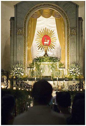 ... Altar of Repose, Santo Domingo Church   by redtangent