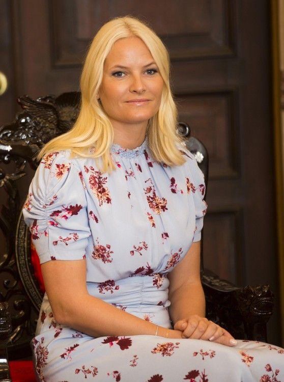 Crown Princess Mette-Marit saved her most colourful dress til the last day of the official visit to Vietnam.