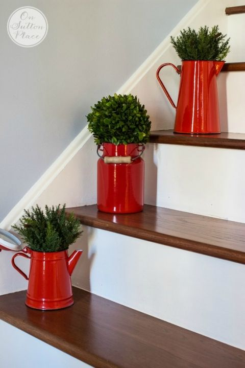 Simple Christmas Entry Decor | Easy ways to add a holiday touch to your entry. These ideas will work for anyone, no matter the size of your entry or foyer.