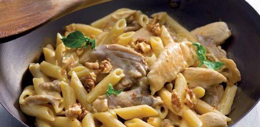 Caçarola de frango com cogumelos e massa