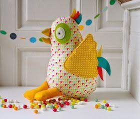 Vera onze grappige vogel uit  'Knutselbos op wereldreis'  Soms speelt ze graag hulpje voor de paashaas,  is ze een vogel, een paaskip,...